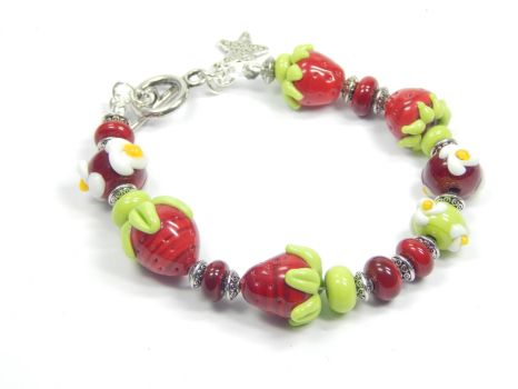 handmade Lampwork Glass bracelet strawberry by AnimalBeads