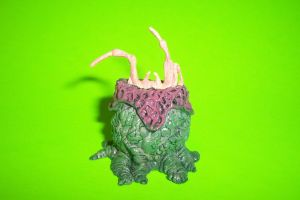 7-Inch Scale Hatching Facehugger Accessory by Drakhand006