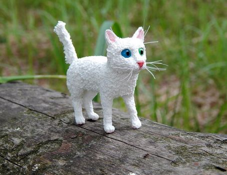 White little kitten Figurine by koshka741