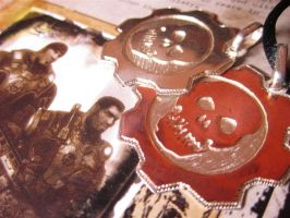 Gears of War: Gear Pendant by Silverthink