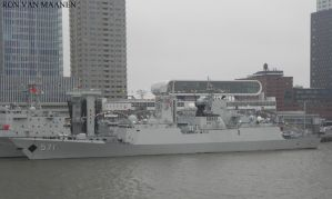 Chinese frigate FFG 571 Yun Cheng 2009- by roodbaard1958