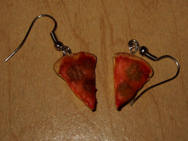 Pizza Earrings by sonickingscrewdriver