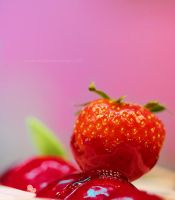 Sugary strawberry by do0dz