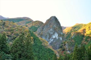 A limestome mountain by TFuruhashii
