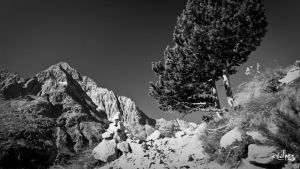 The Aiguille and the cairn by rdalpes