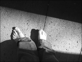 feets in the sun. by dyxlecisgril