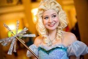 Wicked: Glinda by leviceversailles