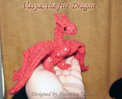 Vasya - the fire dragon in my hand by lovebiser