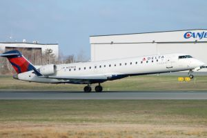 Delta Connection CRJ-700 by tdogg115
