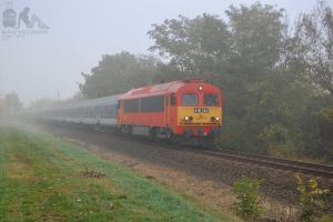 418 142 with fast train near Gyorszabadhegy by morpheus880223