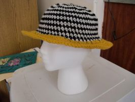 Tritoned Black White and Gold Brimmed Crochet Hat by retrocrafts