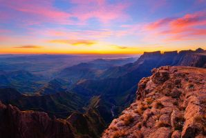 Top of the Amphiteater - Drakensberg by poenie123