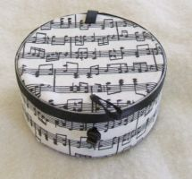 Recycled can-music notes by Vivienne-Mercier