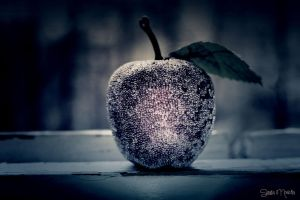 the sweet poison apple by Pekausis