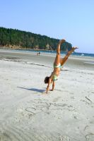 Handstand by dancingbabe00