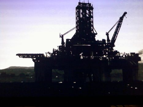 Cool Oil Rig Shot by leathertachi