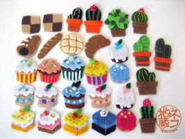 Felt Mini Magnet - cakes, bread, and... cacti by nekojizou