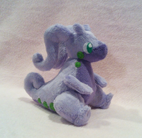 Goodra plushie by Jellystitch