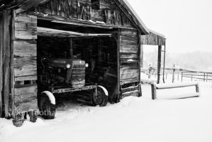 Winter Tractor-DT8 2861 by detphoto