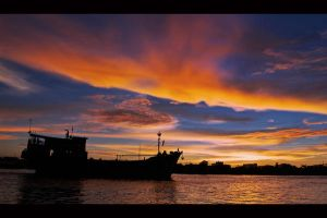kapuas when the sun goes down by pontianakdeviant
