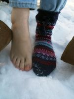 Chilly Toes by Foxy-Feet