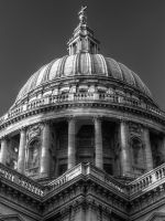 Saint Paul's Cathedral Black and White by zaphotonista