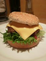 Home-made hamburger by Bakaseme