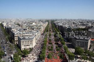 The Champs Elysee Without Cars by VisionDream
