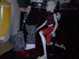 Monster High Zekeal and his gargoyle statues by Yagami2010