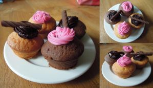 Mini cupcakes with cream topping by NessaArnatulie