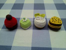 Petit four miniature crocheted pastry by Sandien
