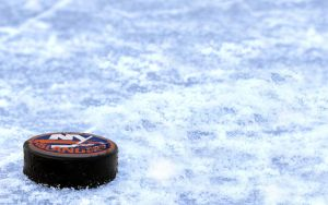NYI Puck Wallpaper by bbboz