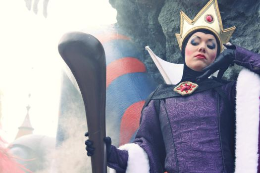 Evil Queen by Mlle-Dreamer