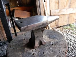 New anvil in my forge by Isentosamballerer