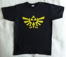 Zelda Triforce t-Shirt by nad2dare