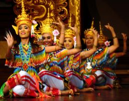 Dancing Thailand by Munimunjay