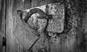 Padlock in Despair by jpnavarro