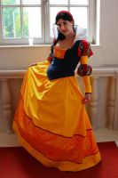 Snow White Cosplay by LadyDeadPooly