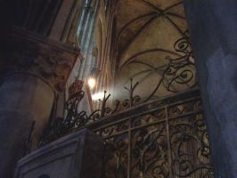 Light in Notre Dame by ruby-sting