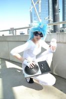 DJ P0N-3/Vinyl Scratch Cosplay 4 by shelle-chii