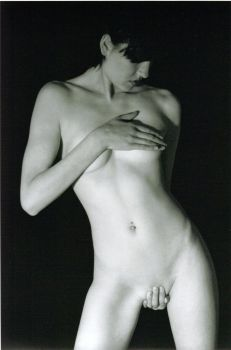 Artistic nude by goodeyemate