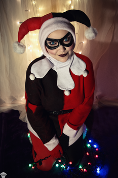 Harley Quinn (Christmas version) 11 by ThePuddins