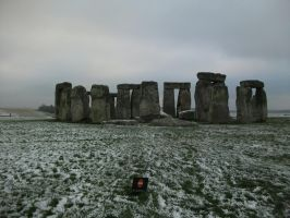 Snowy, cold Stonehenge by edenchanges