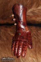 Nushem'rah articulated leather gauntlet by AtelierFantastique