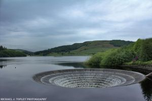 Ladybower Reservoir by MichaelJTopley