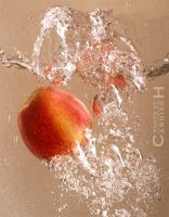 Splashing Apple n.5 by Carnisch