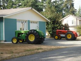 2 Old Tractors by TomRedlion