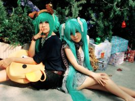 Comic Extend - Dec 2011: Gumi and Miku by HRecycleBin