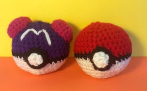 Master Ball and Poke Ball Amigurumis! by madizzlee