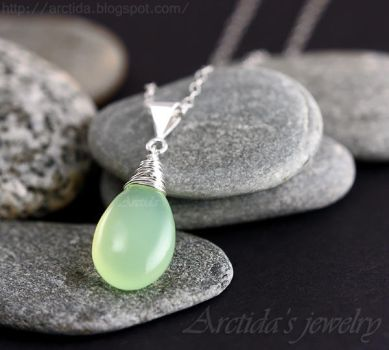 *Phoebe* mint green necklace by Arctida